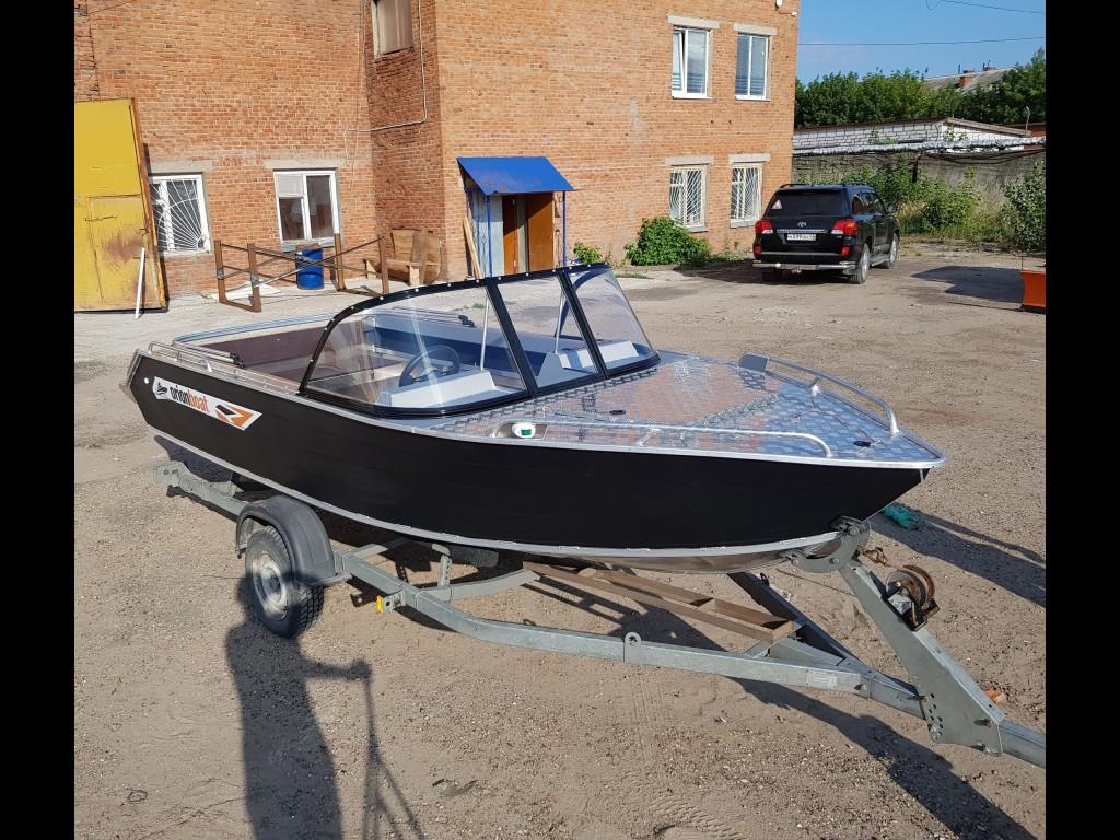 Алюминиевая моторная лодка Orionboat 49 Fish Копотная - двух-консольная с капотом и промежуточной форточкой