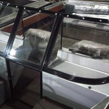 Дверца из поликарбоната в алюминиевой рамке. Открывается во внутрь. +4 000 руб.
