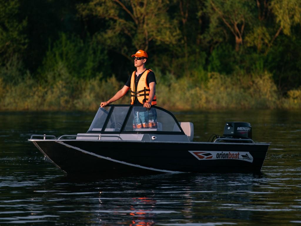 Алюминиевая лодка Orionboat 43Д двухконсольная, с промежуточными ветровой форточкой