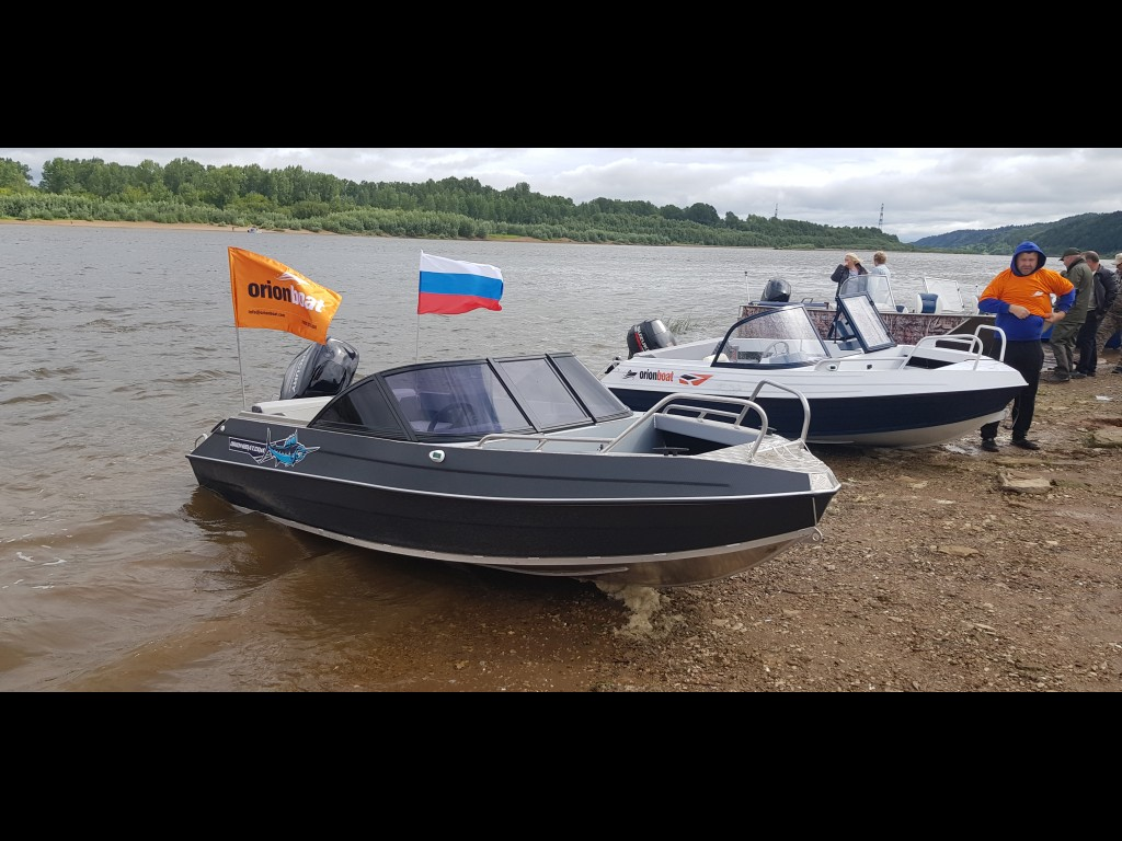 Алюминиевая лодка Orionboat 46Д двухконсольная, с промежуточными ветровой форточкой