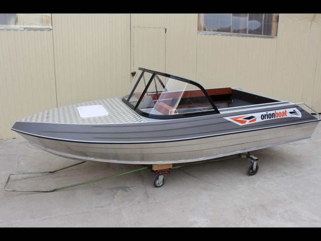 Алюминиевая лодка Orionboat 46К двухконсольная, с промежуточными ветровой форточкой